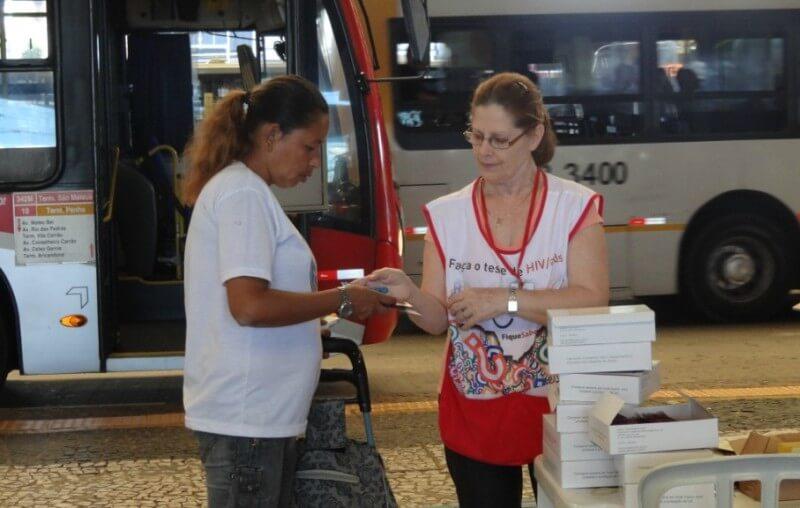 EMTU faz campanha de prevenção às doenças sexualmente transmissíveis no Terminal São Mateus