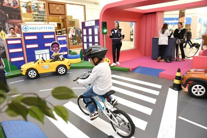 Ação educativa na Mooca ensina sobre respeito às regras de trânsito